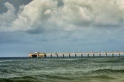 Golfen stöttar AL Fishing Pier Arkivfoto