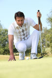 Golfer. Lining up his putt Royalty Free Stock Photos