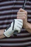 Golfeur avec le club de fixation de gant image libre de droits