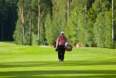 Golfeur de Jupan sur le feeld de golf Photos stock