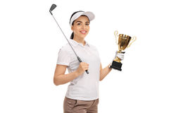Golfeur féminin posant avec le club de golf et le trophée d'or Image stock