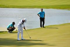 Golfeurs sur le cours Photographie stock libre de droits