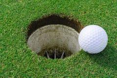 Golfgat en bal Royalty-vrije Stock Foto