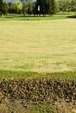 Golfgräsplan under ventilationprocessen som visar kärnor Royaltyfria Foton
