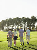 Golfiści Chodzi Na polu golfowym Fotografia Royalty Free