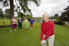 golfing счастливая женщина Стоковые Изображения RF