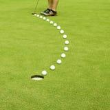 Golfing. Diritto all'obiettivo. immagine stock