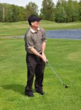 Golfing do homem Fotos de Stock