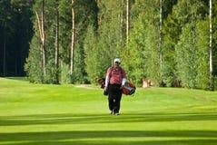 Golfista de Jupan en feeld del golf Fotos de archivo
