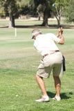 Golfista en el áspero Foto de archivo