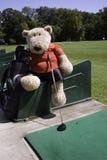 Golfista en el rango de conducción Foto de archivo libre de regalías