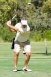 Golfista en espacio abierto Foto de archivo libre de regalías