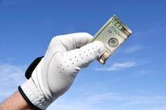 Golfista que lleva a cabo veinte dólares Bill Fotografía de archivo