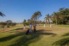 Golfista que pone el primer verde fotos de archivo libres de regalías