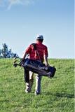 Golfista que recorre Imágenes de archivo libres de regalías