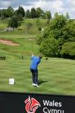 Golfista w akci przy SSE seniorem Otwarty Walia obraz stock