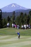 Golfista y montaña Imagen de archivo libre de regalías