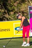 Golfisty Kobiety Napędowa Piłka Obrazy Stock