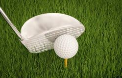 Golfklubb med golfboll på utslagsplats Royaltyfri Fotografi