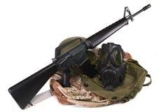 Golfkrieg-AMERIKANISCHE Armee-Uniform und Gewehr M16 Stockfotos