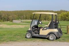 Golfmobil auf dem Grün Lizenzfreies Stockfoto