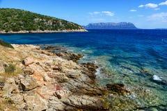 Golfo Aranci στη Σαρδηνία και το νησί Tavolara Στοκ φωτογραφία με δικαίωμα ελεύθερης χρήσης