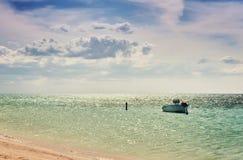 Golfo Cuba Oceano Atlântico de Mexican do pescador do barco de mar imagem de stock