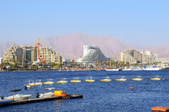 Golfo de Eilat, hotéis luxuosos no recurso popular - Eilat Fotografia de Stock Royalty Free