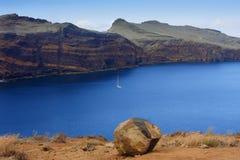Golfo de la lava Madeira con el yate imágenes de archivo libres de regalías