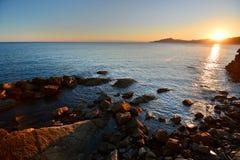 Golfo de Tigullio en la puesta del sol Cavi di Lavagna Camogli, Italia Imagenes de archivo