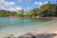 Golfo del mare e spiaggia sabbiosa Pointe-du-periodo, la Martinica Fotografia Stock