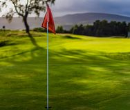 Golfowa flaga na Spey mistrzostwa Dolinnym polu golfowym, Aviemore zdjęcie royalty free