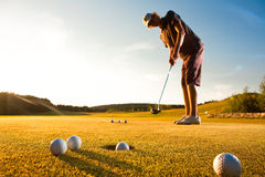 golfowego samiec normy gracza ćwiczyć zmierzch Fotografia Stock