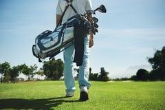 Golfowej torby mężczyzna zdjęcia royalty free