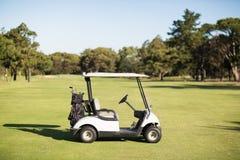 Golfowy powozik na polu golfowym Zdjęcie Royalty Free