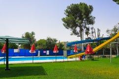 Golfowy wakacje basenem z obruszeniami Zdjęcia Royalty Free