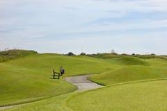 Golfplatz in Belek Grünes Gras auf einem Feld Blauer Himmel, sonniges DA Stockbild