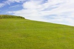 Golfplatz in Belek Grünes Gras auf einem Feld Blauer Himmel, sonniges DA Stockbilder