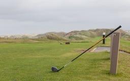 Golfplatz in der Herbstlandschaft stockfoto