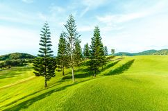 Golfplatz in der Landschaft Lizenzfreie Stockbilder