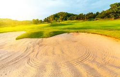 Golfplatz in der Landschaft Stockfotografie
