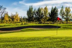 Golfplatz im Herbst Stockbild
