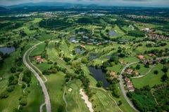 Golfplatz im Thailand-Antennen-Foto Lizenzfreies Stockfoto