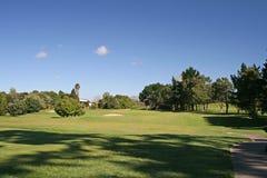 Golfplatz mit Bunker Lizenzfreie Stockbilder