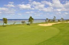 Golfplatzannäherungsschlag Stockbild