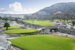 Golfplatzfahrrinne an der tropischen Rücksortierung Stockbilder