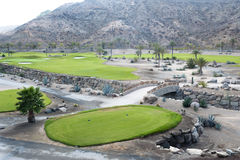 Golfplatzfahrrinne an der tropischen Rücksortierung Stockfotografie