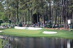 Golfplatzloch Stockbild