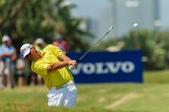 Golfprofessionell Thomas Bjorn Swinging Arkivbild