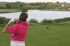 Golfschwingen auf albatros Kurs stockfoto